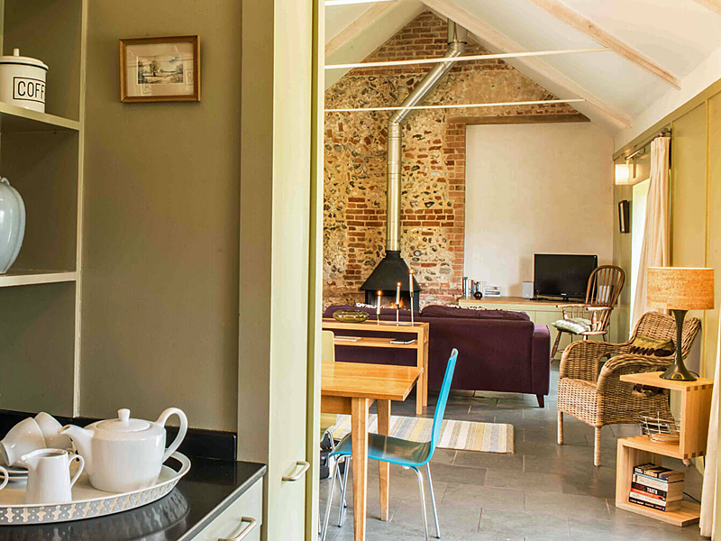 the i-escape blog / 10 UK house rentals and cottages for Christmas 2019 / Barsham Barns