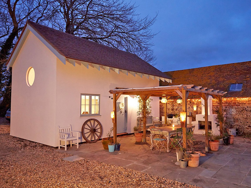 the i-escape blog / 10 best UK cottages and house rentals for Christmas 2019 / Blue Door Barns