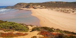 the i-escape blog / Our best beach hideaways in Portugal for summer 2020 / Amoreira-beach-Portugal