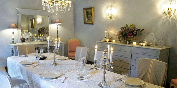 Eating: Dining room