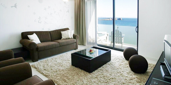 Room: 1-Bedroom Frontal Sea View Suite