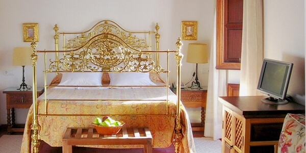 Hotel Santa Isabel la Real, Spain