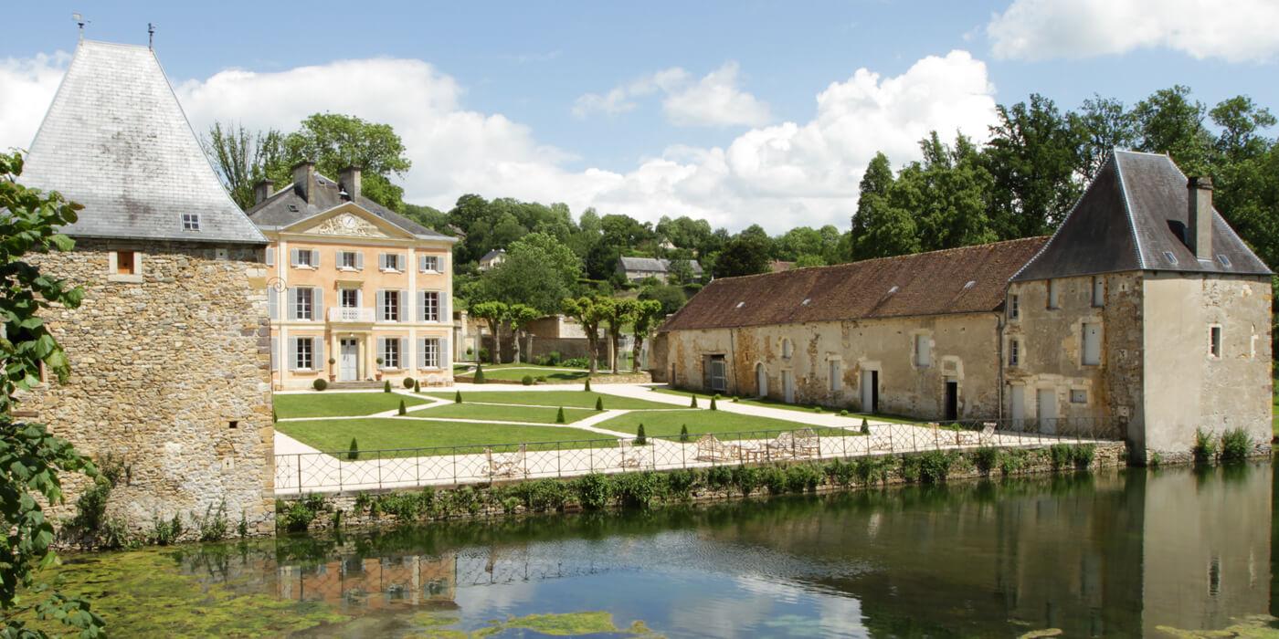 Fabuleux Chateau de la Pommeraye, Near Clécy, Normandy, France Hotel Reviews HX71